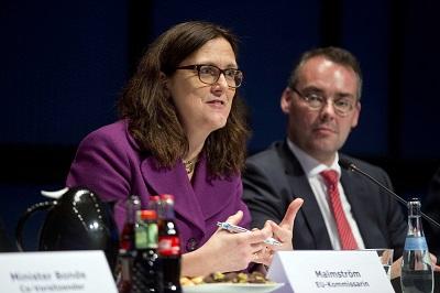 EU-Handelskommissarin Cecilia Malmström (l.) und Minister Peter Friedrich (r.)  Quelle: Staatsministerium Baden-Württemberg
