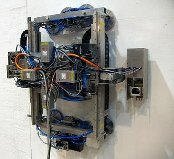 Roboter messen selbständig die radioaktive Bealstung von Oberflächen und dekontaminieren diese autonom (Foto: KIT)